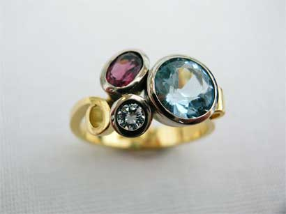 18ct-gold-ring-set-with-3-stones