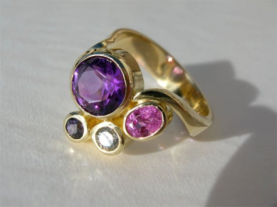 very-berry-ring18ctgold